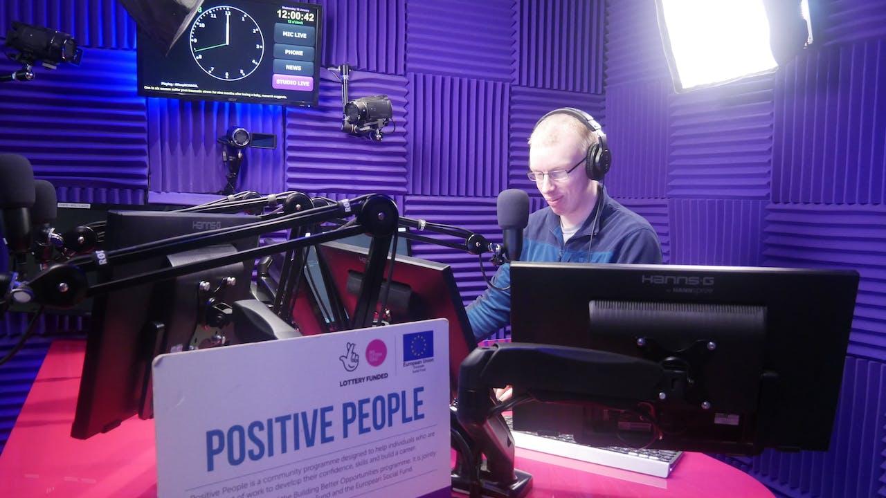 'Fe roddodd obaith i mi' meddai Toby o Brosiect Positive People Cernyw